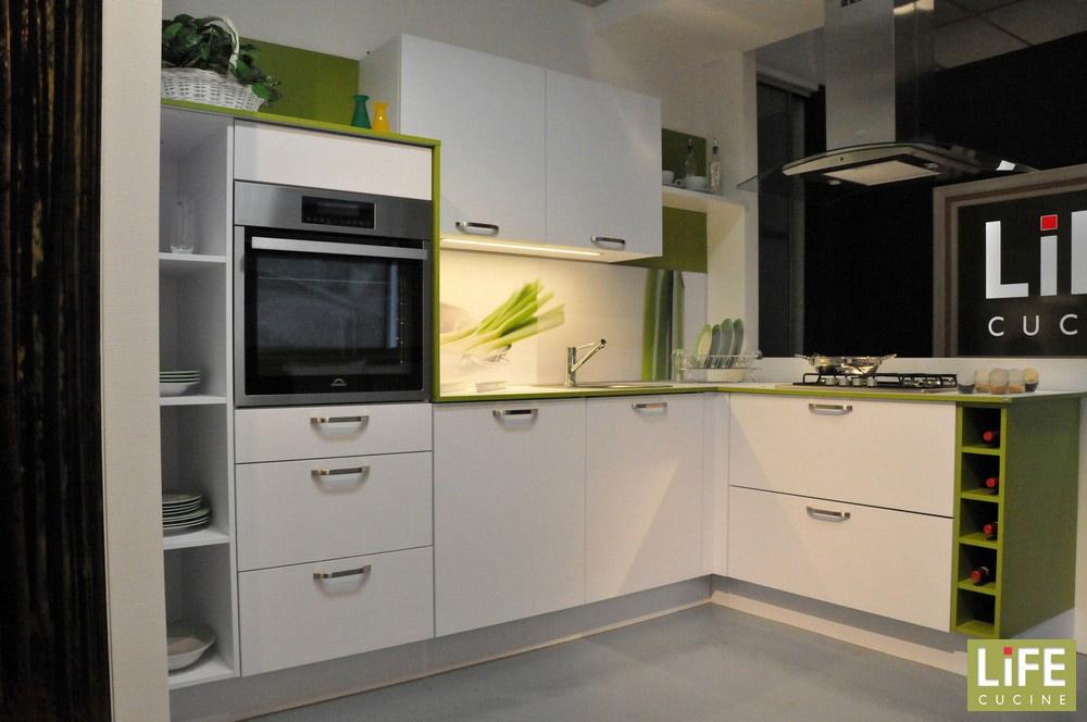 Cucina moderna ad angolo life con cappa a isola scontata - Cappa cucina moderna ...