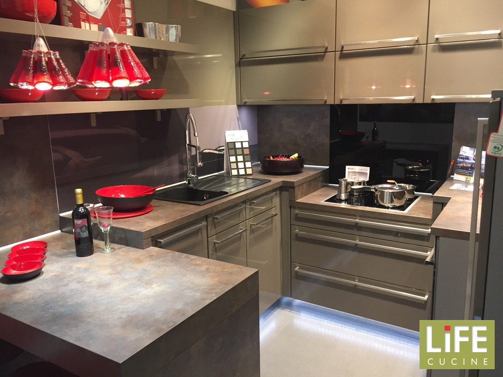 Cucina moderna ad angolo life laccato lucido magma - Cucine outlet roma ...