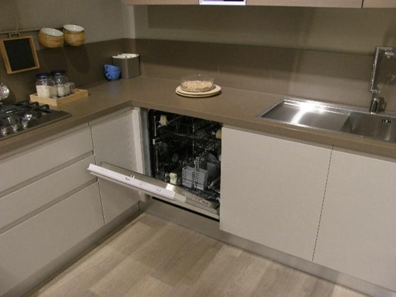Cucina moderna ad angolo Lube cucine Linda a prezzo scontato