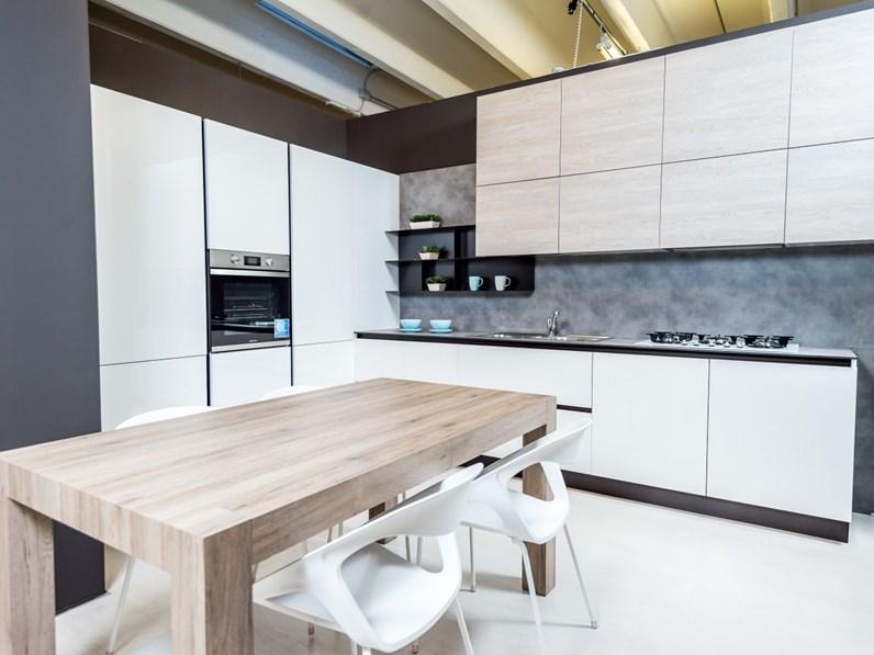Cucina moderna ad angolo mod. Cloe bianco e rovere in offerta a prezzo  ribassato