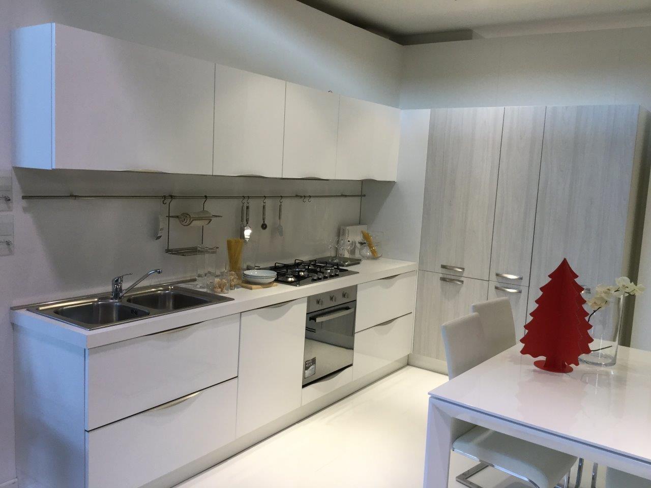 Cucina moderna ad angolo modello pesaro perugia cucine for Cucine perugia