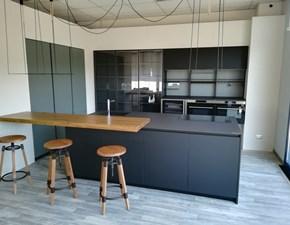 Cucina moderna ad isola Dibiesse Area 22 xl 30° gola curva in FENIX nero opaco a prezzo scontato