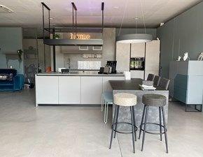 Cucina moderna ad isola Stosa Stosa composizione con cappa di design a prezzo ribassato