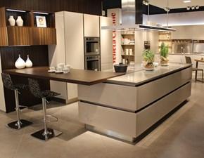 Cucina moderna ad isola Veneta cucine Riflex a prezzo ribassato