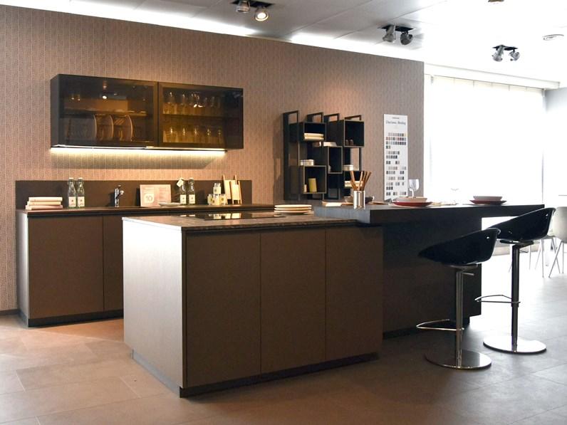 Cucina Moderna Altri Colori Berloni Cucine Ad Isola Meeting In Offerta Outlet