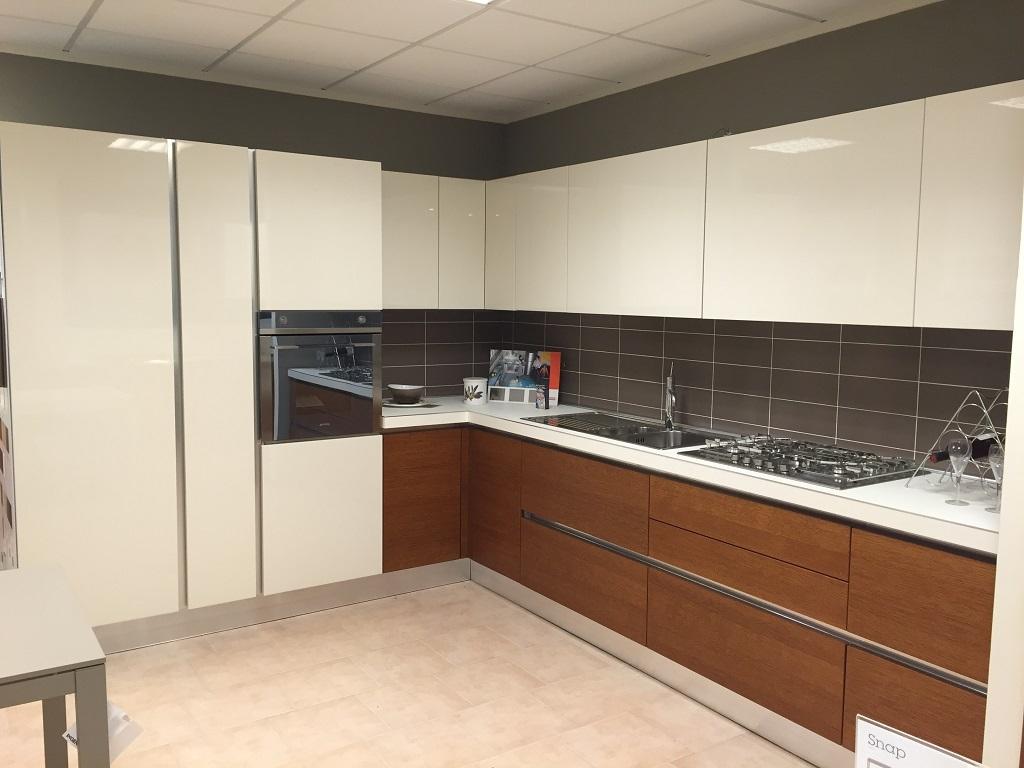 Cucina moderna angolare aran legno rovere pi laccato - Top cucina moderna ...