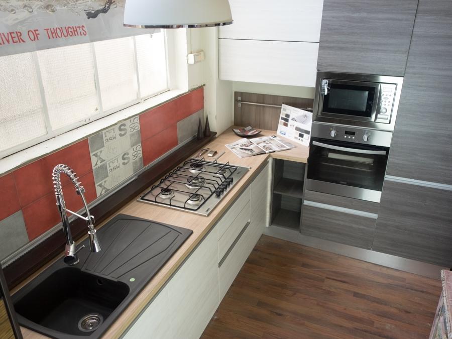 Cucina moderna angolare essenza grigia e white con colonne offerta prezzo cucine a prezzi scontati - Cucine angolari in offerta ...