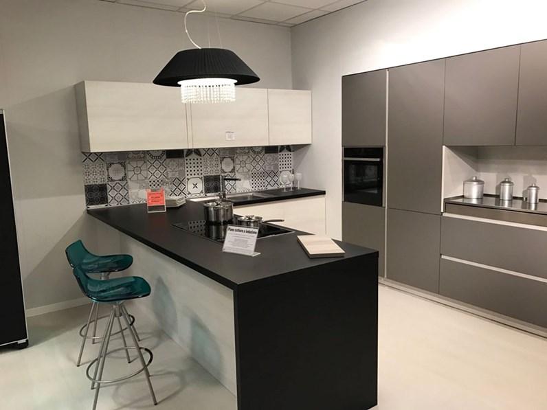 Cucina moderna arrital scontata del 54 for Zanotto arredamenti
