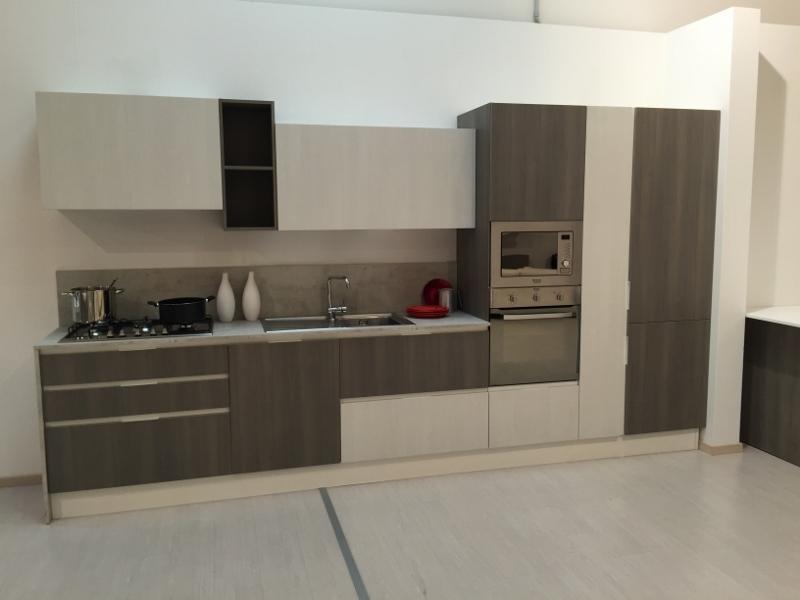 Cucina moderna astra cucine laminato materico rovere grigio e rovere bianco cucine a prezzi - Laminato in cucina ...
