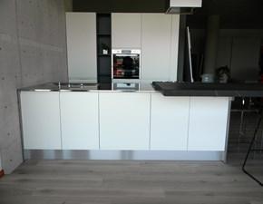 Cucina moderna bianca Aran cucine ad isola Masca laccato opaco scontata