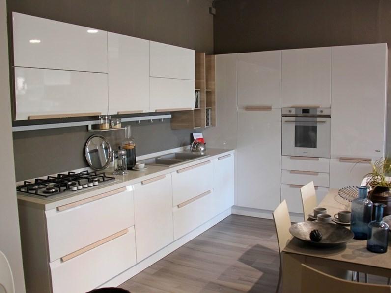Cucina moderna bianca Febal ad angolo Chantal scontata