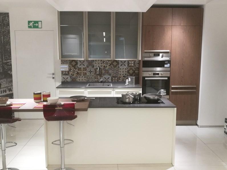 Cucina moderna bianca lube cucine ad isola clover in offerta for Cucina isola offerta