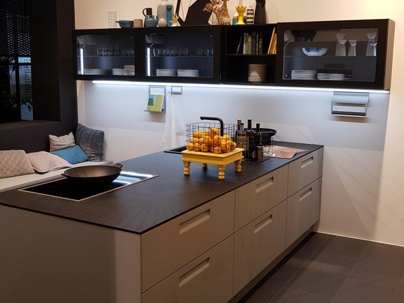 Cucina moderna bianca nolte cucine ad isola nolte 4 scontata - Cucina bianca moderna con isola ...
