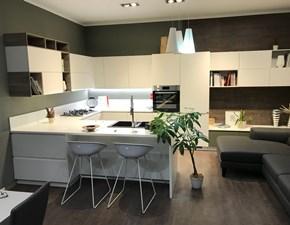 Cucina moderna bianca Scavolini con penisola Motus in offerta