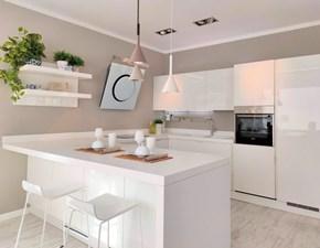 Cucina moderna bianca Scavolini con penisola Scenery in offerta