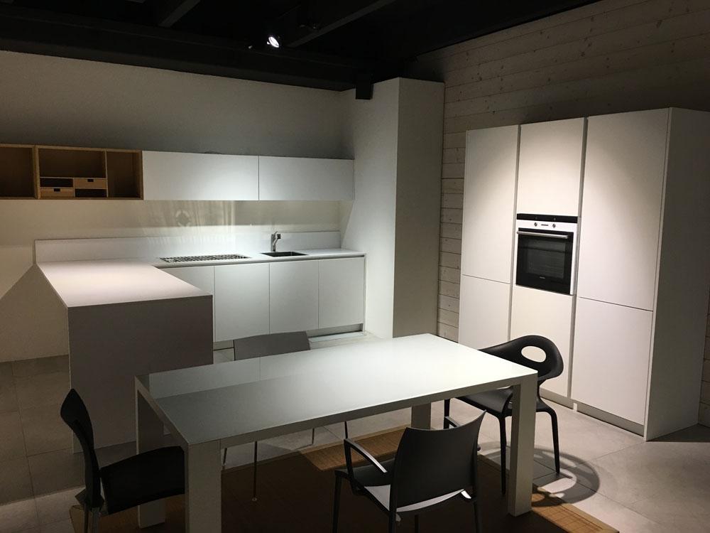 Cucina moderna bianca scontata del 58 cucine a prezzi - Cucina bianca moderna ...