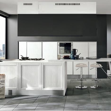 Cucina moderna con colonne frigo forno e isola in offerta for Forno a legna cucina moderna