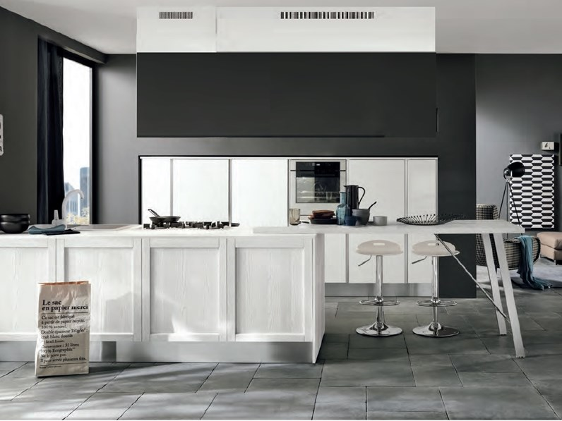 cucina moderna con colonne frigo forno e isola in offerta nuovimondi