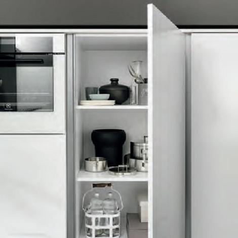 cucina moderna con colonne frigo forno e isola in offerta nuovimondi cucine a prezzi scontati. Black Bedroom Furniture Sets. Home Design Ideas