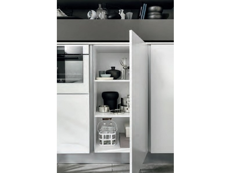 cucina moderna con colonne frigo forno e isola in offerta nuovimondi. Black Bedroom Furniture Sets. Home Design Ideas