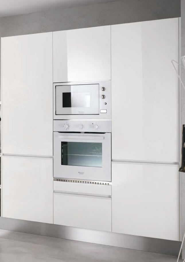 Cucina moderna con dispense e lavello integrato inox sottotop complata di eletrodomestici - Forno con microonde integrato ...