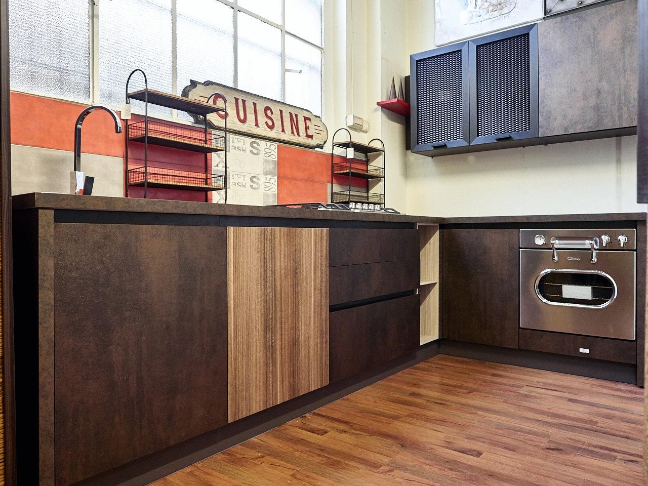 Cucina moderna con gola industry seta bronzo ossido in for Cucina angolare moderna prezzi