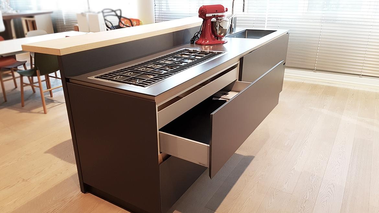 Cucina moderna con isola artex di varenna scontata del 30 for Isola cucina moderna