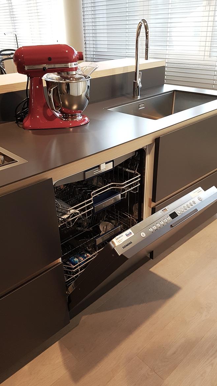Cucina moderna con isola artex di varenna scontata del 30 for Cucina a isola moderna