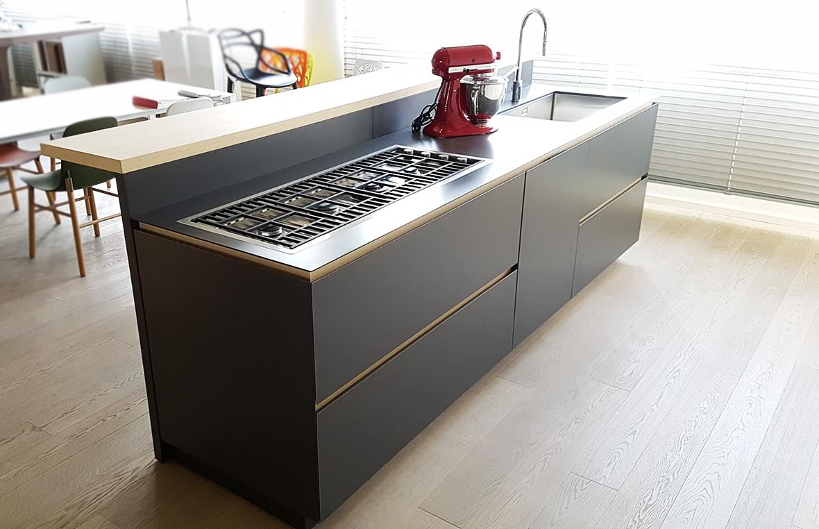 Cucina moderna con isola Artex di Varenna scontata del 43 ...