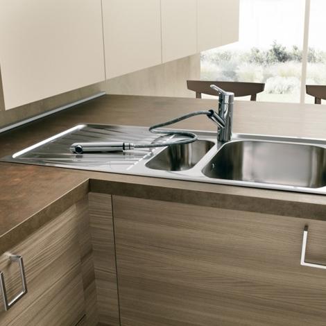 Cucina moderna con isola attrezzata moderna ante moderne - Cucina isola prezzi ...