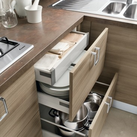 cucina moderna con isola attrezzata moderna ante moderne essenza ...