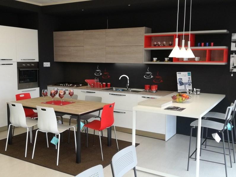 Arredamento Cucina Moderna Con Isola.Cucina Moderna Con Penisola Arredo3 Cloe A Prezzo Ribassato