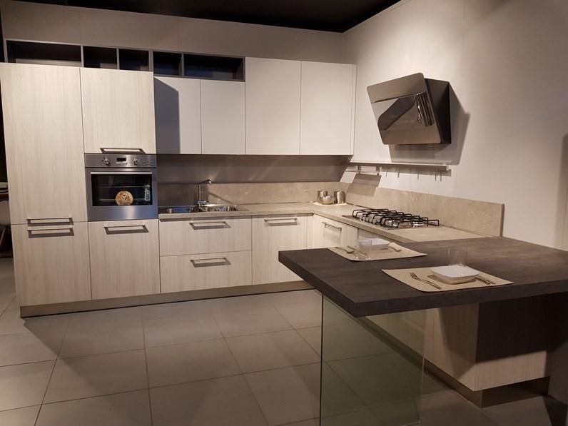 Cucina moderna con penisola arredo3 luna a prezzo ribassato for Cucina luna arredo3 prezzi