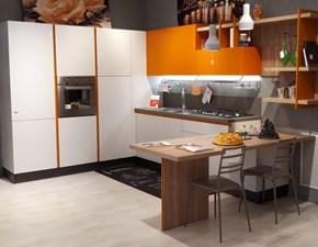 Cucina moderna con penisola Febal Charme 37° a prezzo ribassato