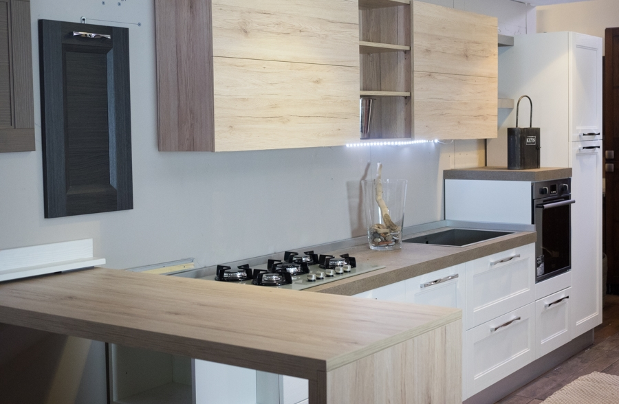 Cucina moderna con penisola in olmo nature in offerta for Cucine moderne con penisola