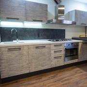 cucina moderna con penisola industrial integrata ed elettrodomestici compresi in offerta
