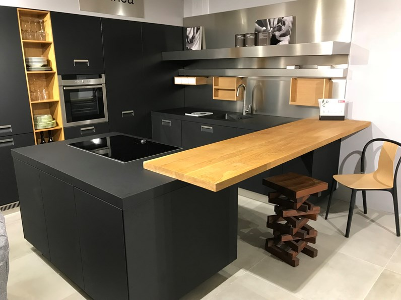 Cucina moderna con penisola italia arclinea in offerta outlet for Cucine low cost roma