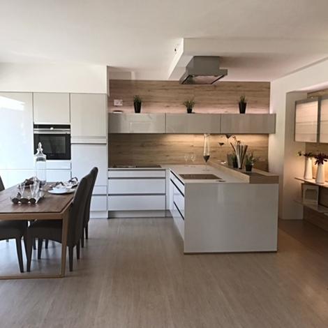 Cucina moderna con penisola laccata lucida grigia con for Cucina moderna laccata lucida