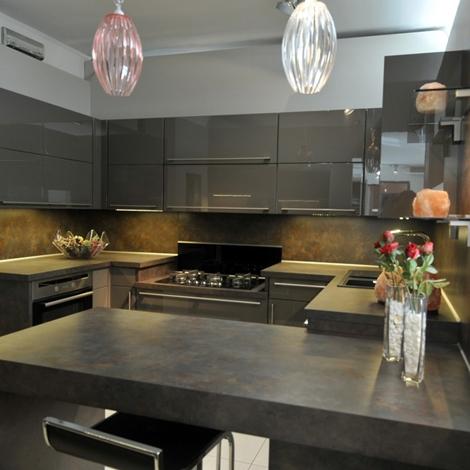 Cucina moderna life a doppio angolo con penisola magma for Cucina moderna laccata lucida
