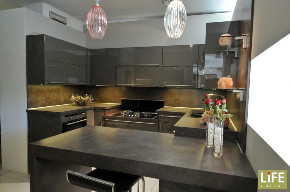 Cucina moderna life a doppio angolo con penisola magma lucido scontata del 48 cucine a prezzi - Life cucine prezzi ...
