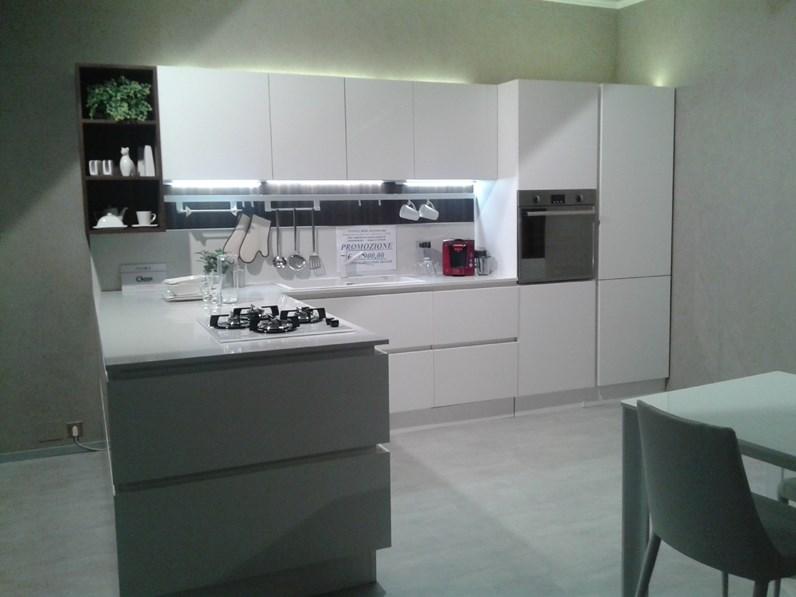 Cucine Moderne Con Prezzi.Cucina Moderna Con Penisola Veneta Cucine Cucina Veneta Cucine Modello Oyster Silk A Prezzo Ribassato