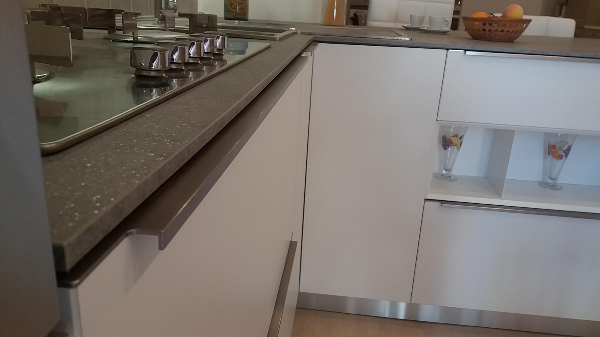 Cucina moderna di design con penisola scontata 50 cucine a prezzi scontati - Design cucina moderna ...