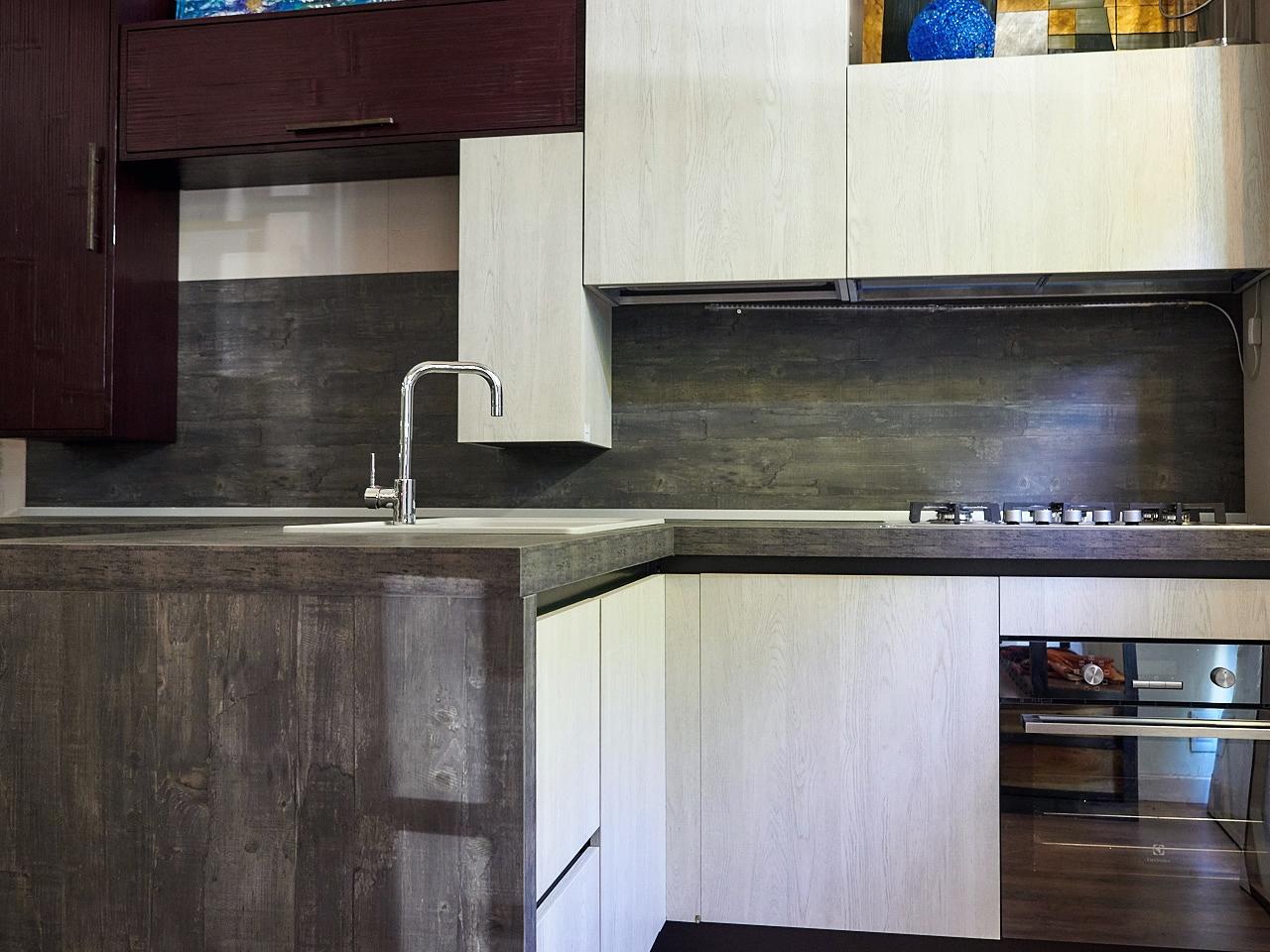 Cucina moderna essenza rovere ice e bambu in offerta - Cucina in offerta ...