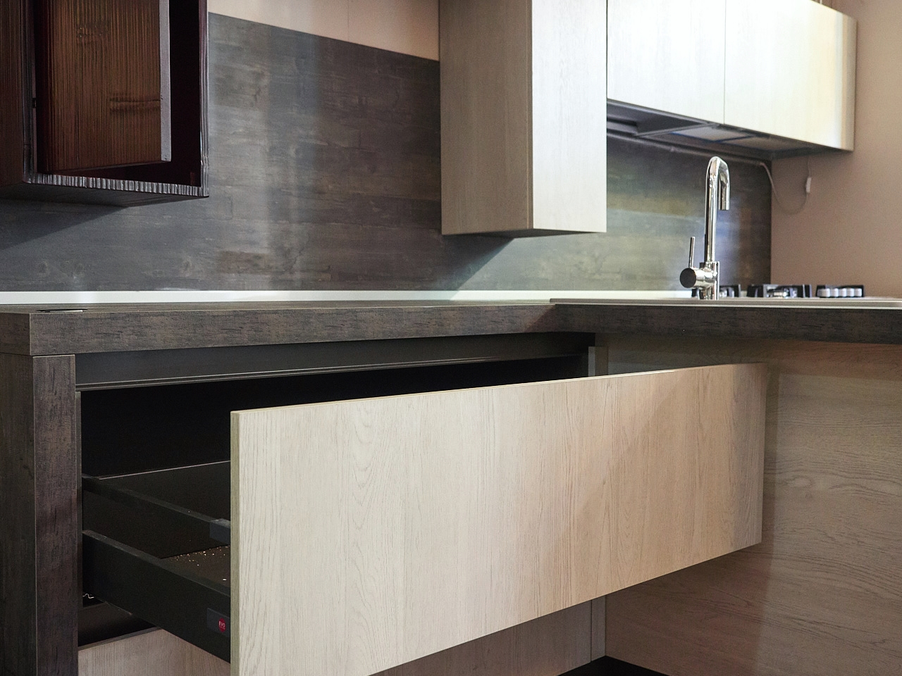 Cucina Moderna Essenza White E Red Bambu In Offerta Outlet