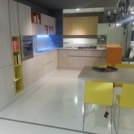 Cucina moderna Grafy in rovere materico e pensili colorati - Cucine a ...