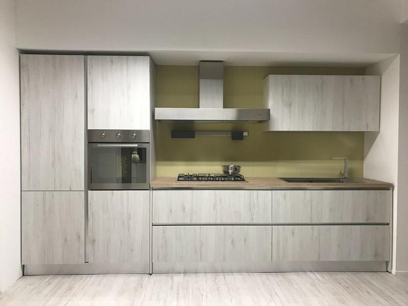 Cucina grigia ad angolo
