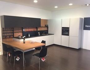Cucina moderna grigio Poliform ad angolo Alea scontata