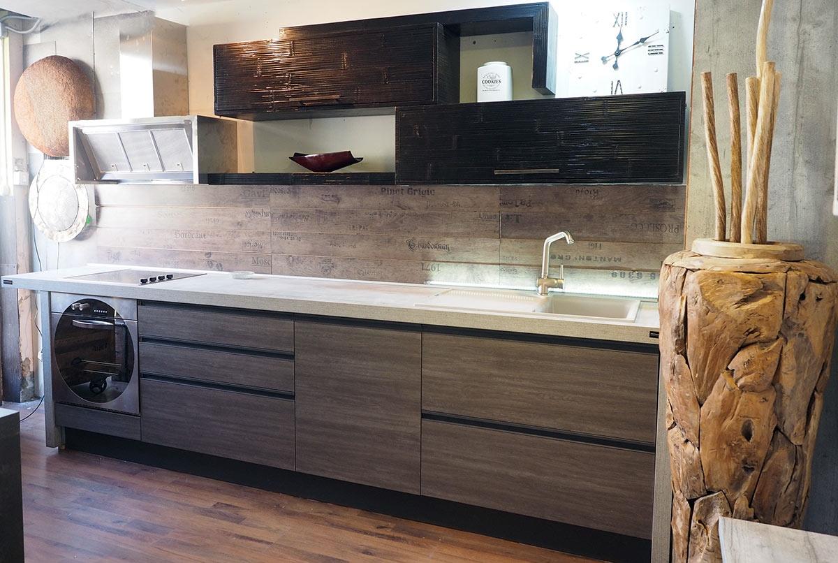 Cucina moderna industrial con gola brown alluminio e in for Cucina moderna 3 60
