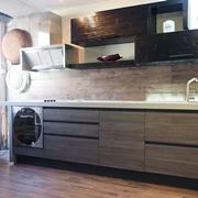cucina moderna industrial con gola brown alluminio e  in legno black bambu