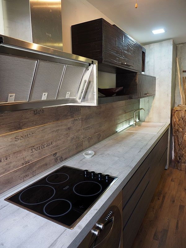 Cucina Moderna In Essenza : Cucina moderna industrial con gola titanio pensili in